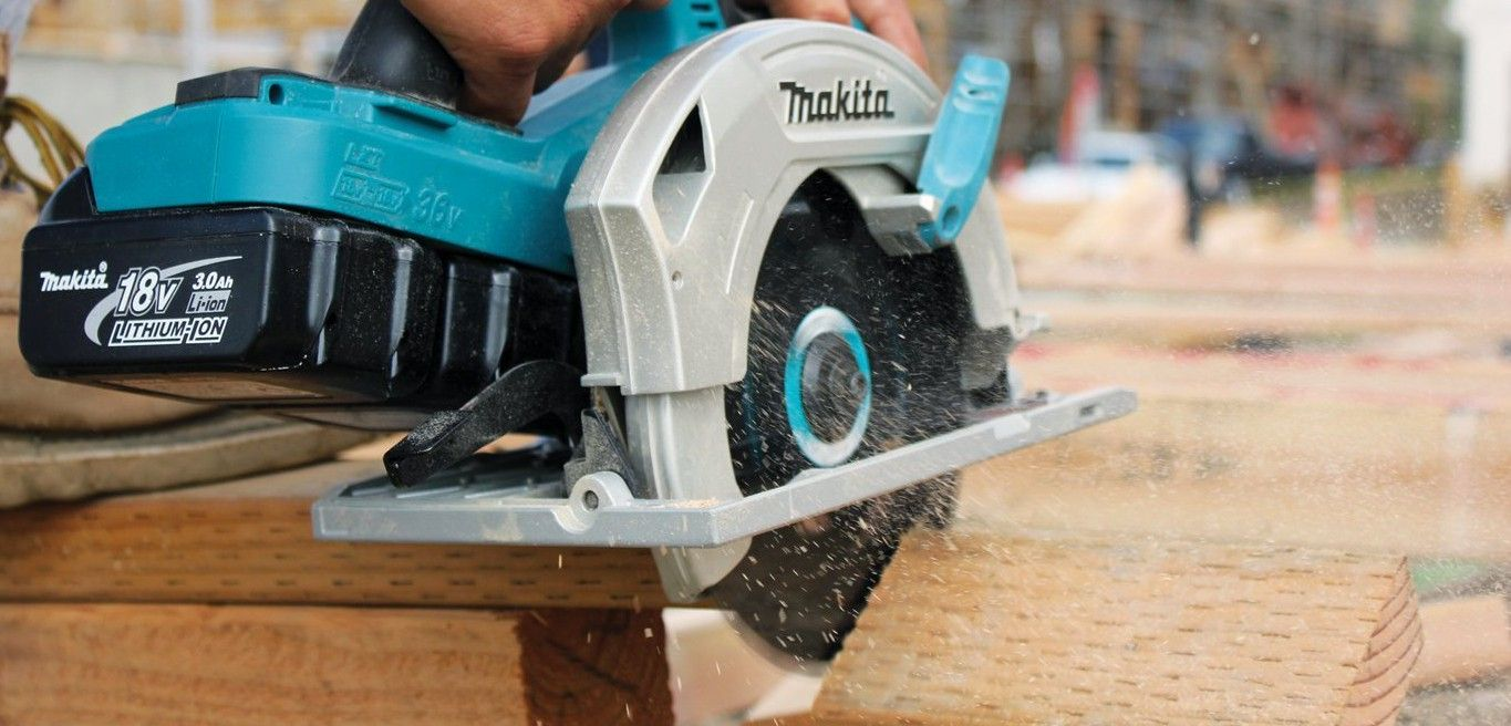 cutting-wood-makita